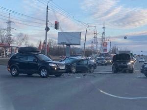 Пять автомобилей сошлись в аварии на проспекте Ленина