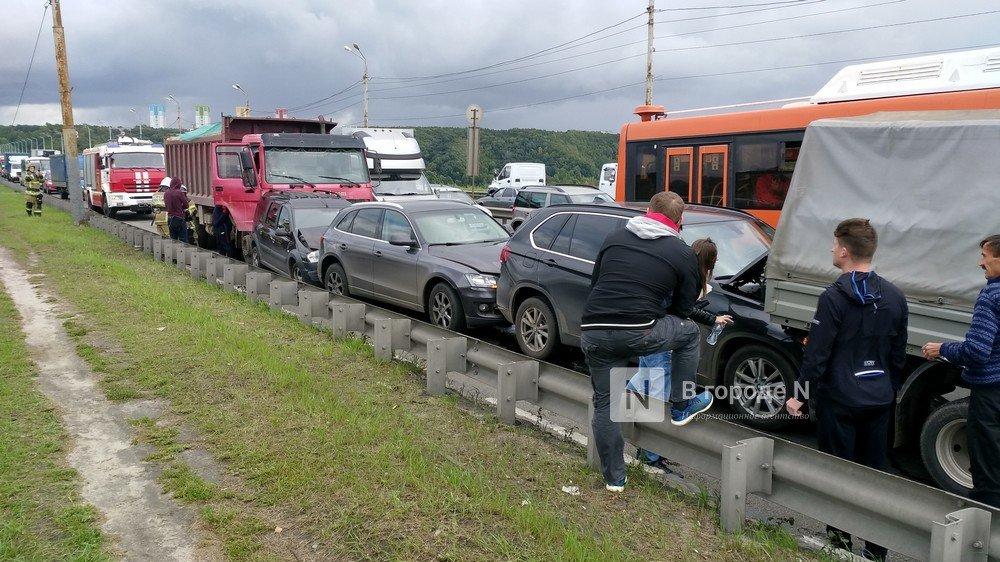 Восемь автомобилей столкнулись на съезде с Мызинского моста в Нижнем Новгороде - фото 1