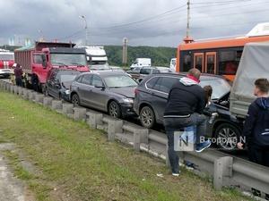 Восемь автомобилей столкнулись на съезде с Мызинского моста в Нижнем Новгороде