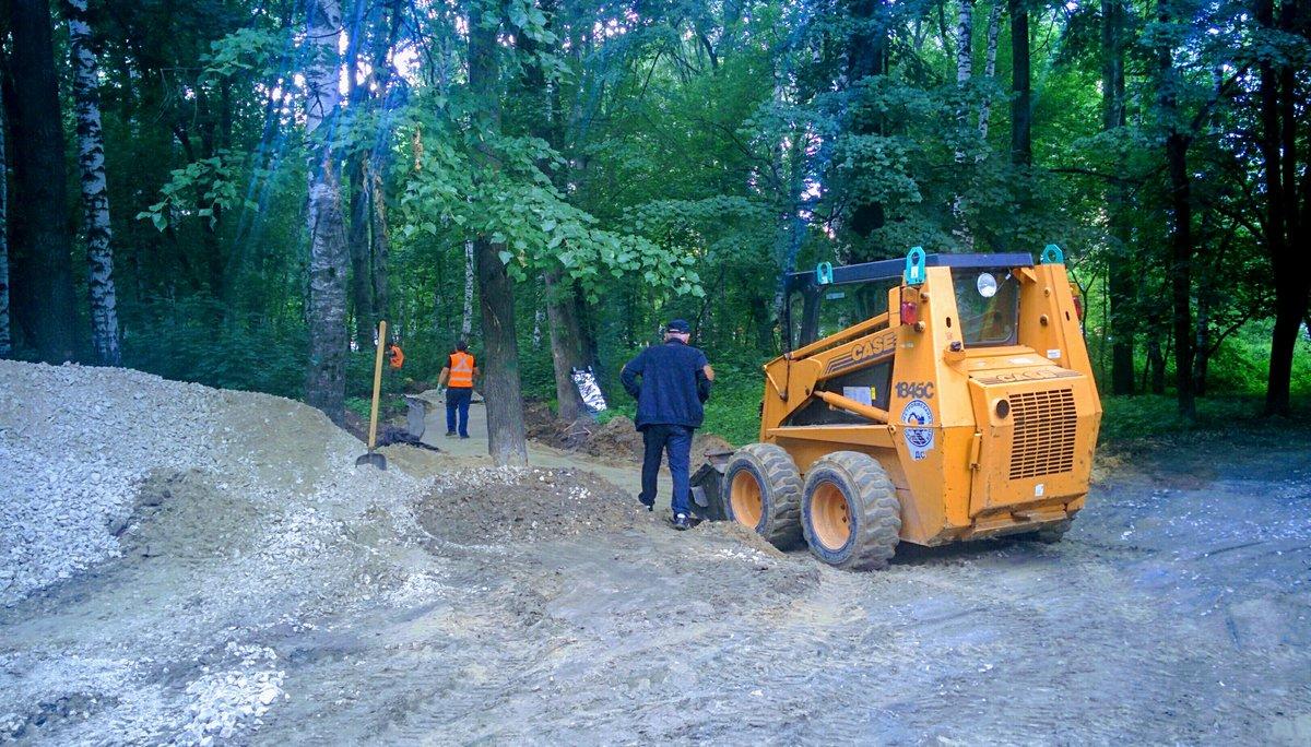 Новые дорожки начали прокладывать в парке Дубки - фото 1