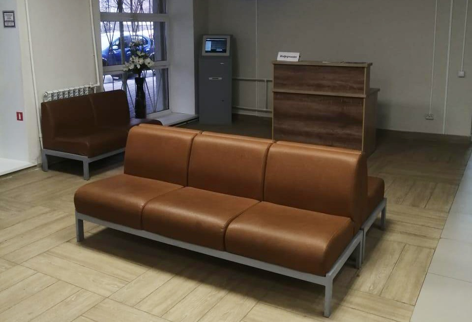 Новый лифт и мягкая мебель появились после капремонта в поликлинике № 1 Приокского района - фото 2