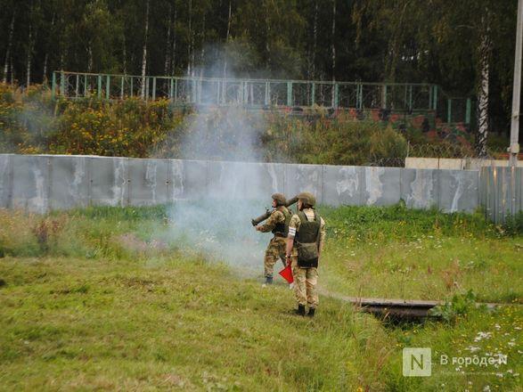 «Оценка огнеметчикам — «пять». Как нижегородские росгвардейцы учатся стрелять из «Шмеля» - фото 10
