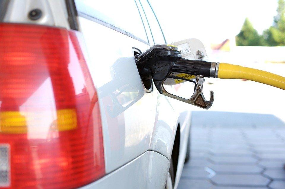 Во сколько обойдется полный бак бензина в разных странах мира - фото 1