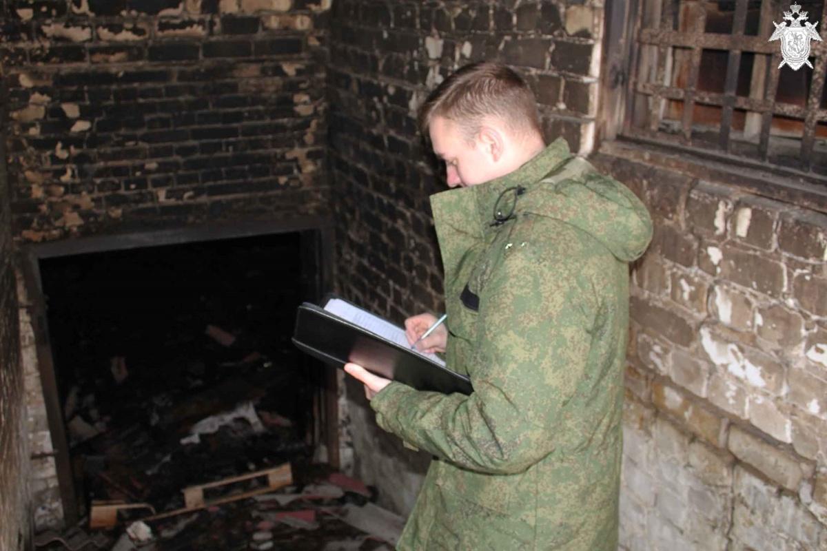 Тело мужчины обнаружено в подвале загоревшегося дома на Бору - фото 1