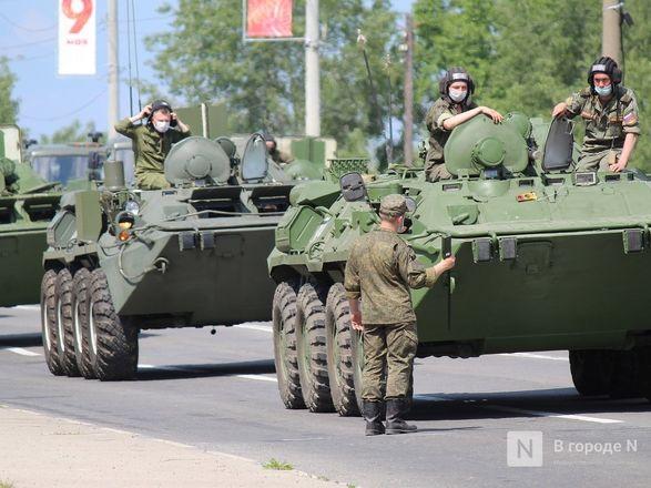 Танкисты в масках: первая репетиция парада Победы прошла в Нижнем Новгороде - фото 54