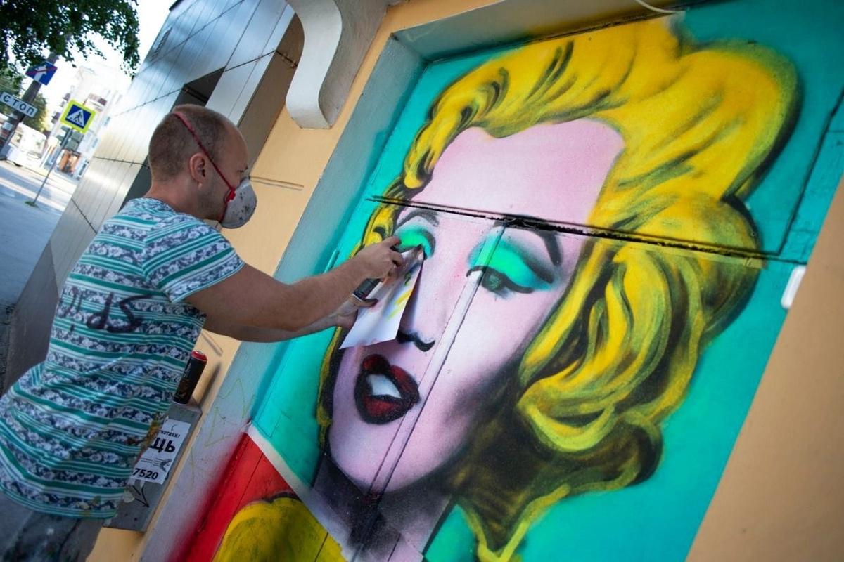 Портрет Мэрилин Монро появился на стене дома в Дзержинске - фото 1