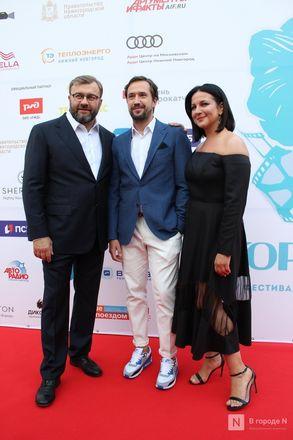 Маски на красной дорожке: звезды кино приехали на «Горький fest» в Нижний Новгород - фото 41