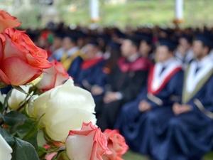 Как школьники из разных стран празднуют выпускной в период пандемии