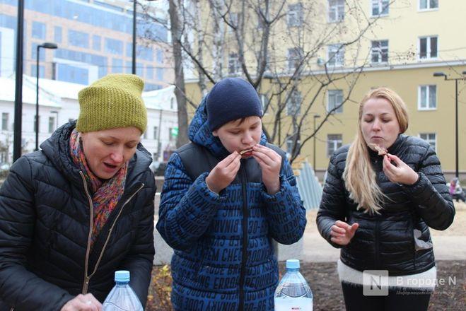 Чемпионы по поеданию ребрышек съели порцию за три минуты в Чернопрудском сквере - фото 9