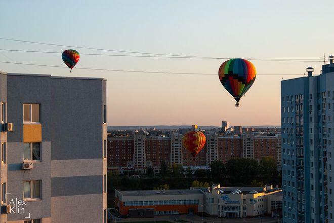 Вереница воздушных шаров проплыла в считанных метрах от окон жителей Канавинского района - фото 3