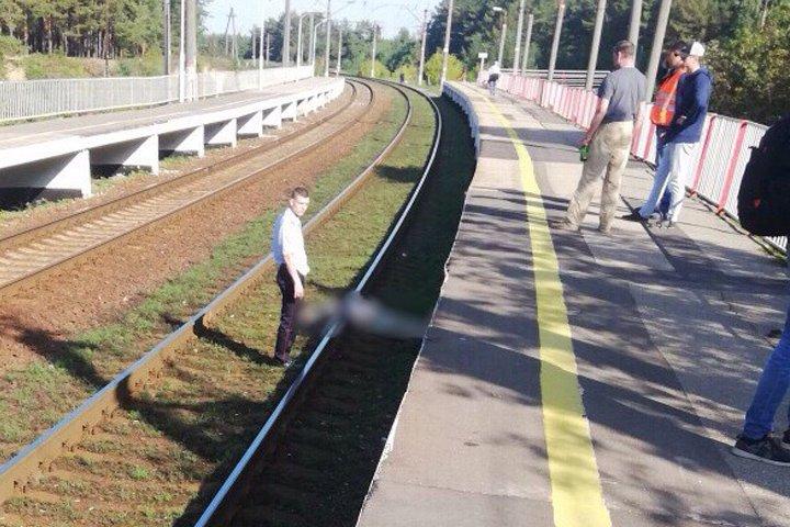 Мужчина погиб под колесами электрички на Дубравной в Сормове - фото 1