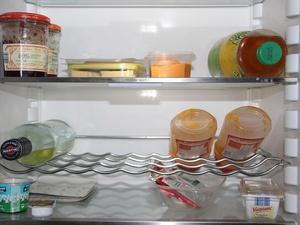 Зачем опытные хозяйки кладут в холодильник мешочек с активированным углем
