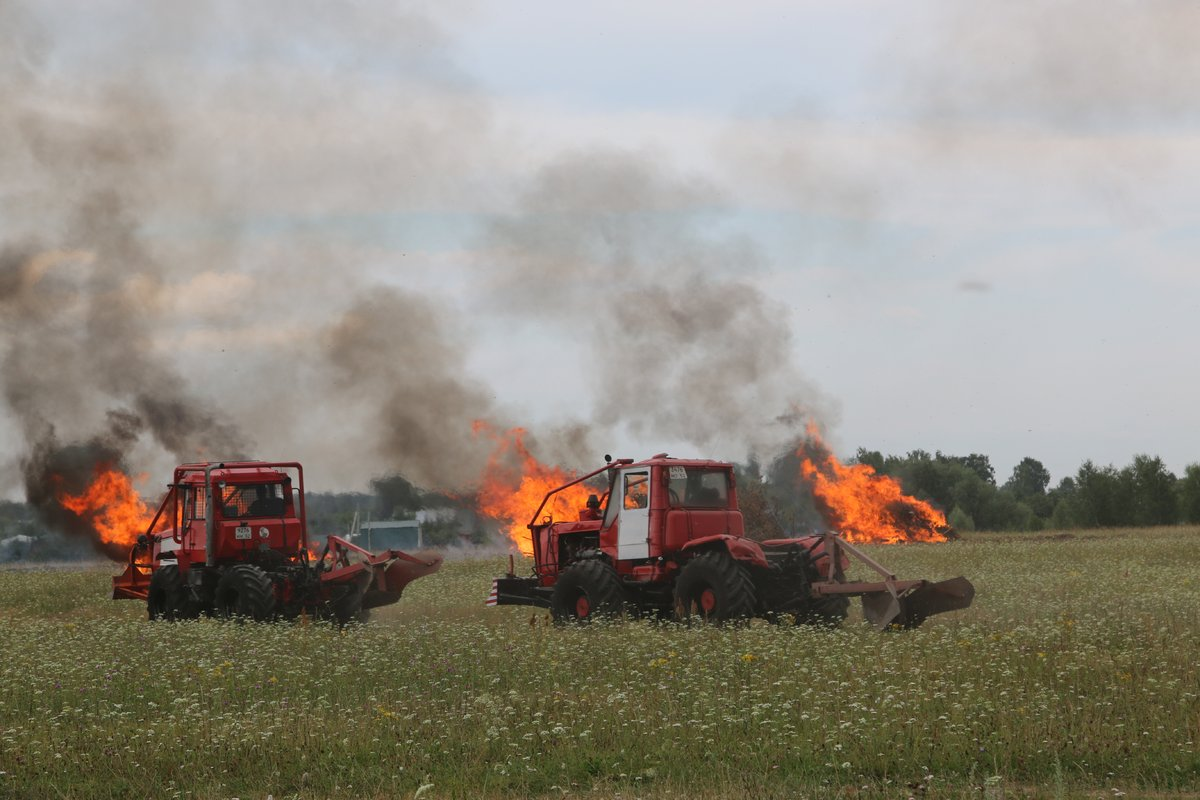 На вертолетах и квадроциклах: пожарные боролись с условным лесным возгоранием под Дзержинском - фото 1