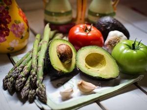 Эти семь продуктов лучше не варить перед употреблением