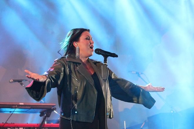 Полина Гагарина спела для нижегородцев в День России - фото 9