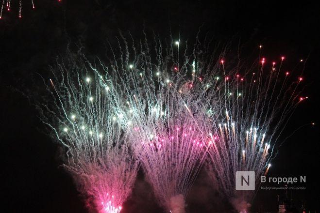 «Столица закатов» без солнца: как прошел первый день фестиваля музыки и фейерверков в Нижнем Новгороде - фото 32