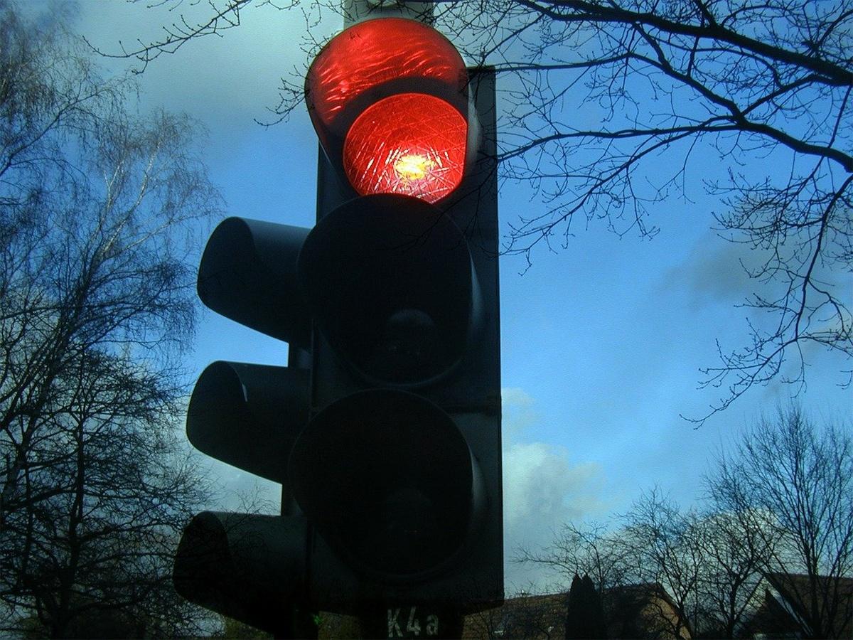 Режим работы светофоров изменен на перекрестке Юбилейного бульвара и улицы Циолковского в Нижнем Новгороде - фото 1