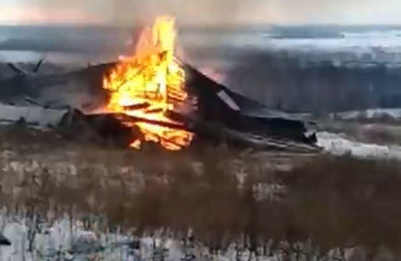 Деревянный храм сожгли в Лысковском районе  - фото 1