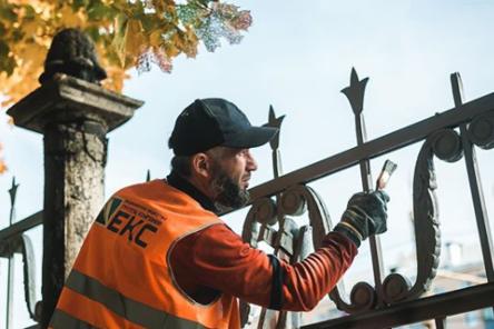 В парке «Швейцария» началась реставрация исторической ограды
