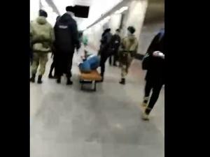 Люди в масках пришли на помощь мужчине, которому стало плохо в нижегородском метро