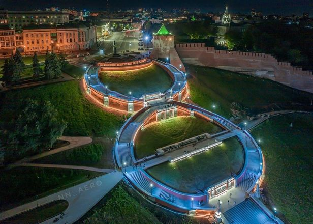 Появились первые фотографии Чкаловской лестницы с подсветкой - фото 1