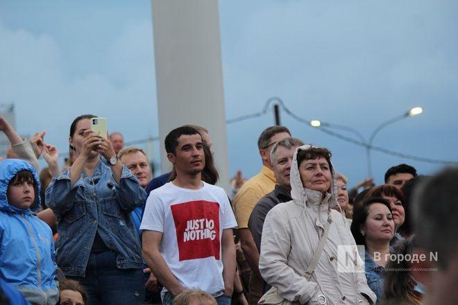 «Столица закатов» без солнца: как прошел первый день фестиваля музыки и фейерверков в Нижнем Новгороде - фото 53