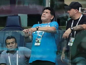 Марадоне стало плохо во время матча Аргентина — Нигерия (ВИДЕО)