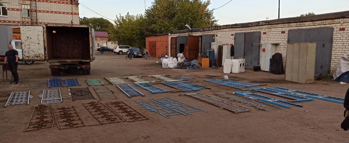 Жители Кстова похищали ограды с кладбищ - фото 1