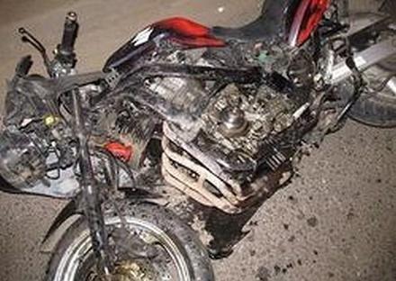 Два мотоцикла и гараж сгорели в Семенове