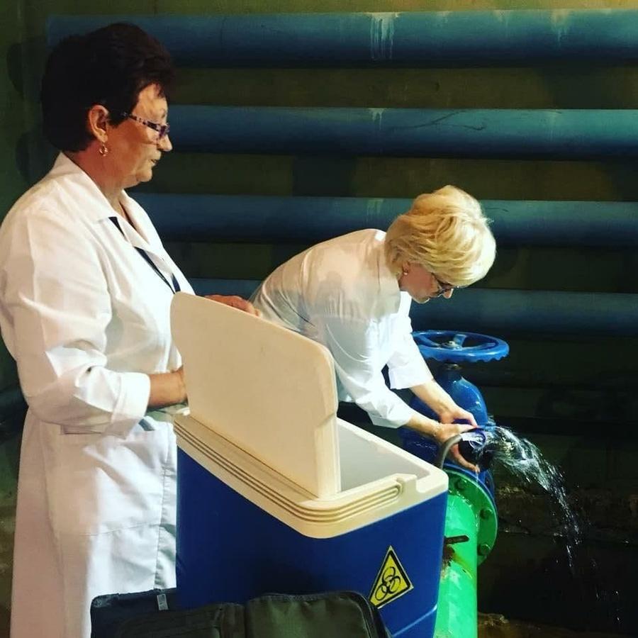 Жители Автозаводского района пожаловались на запах от горячей воды - фото 1